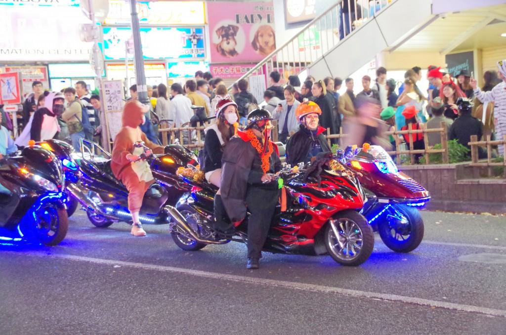 渋谷 ハロウィン バイク集団
