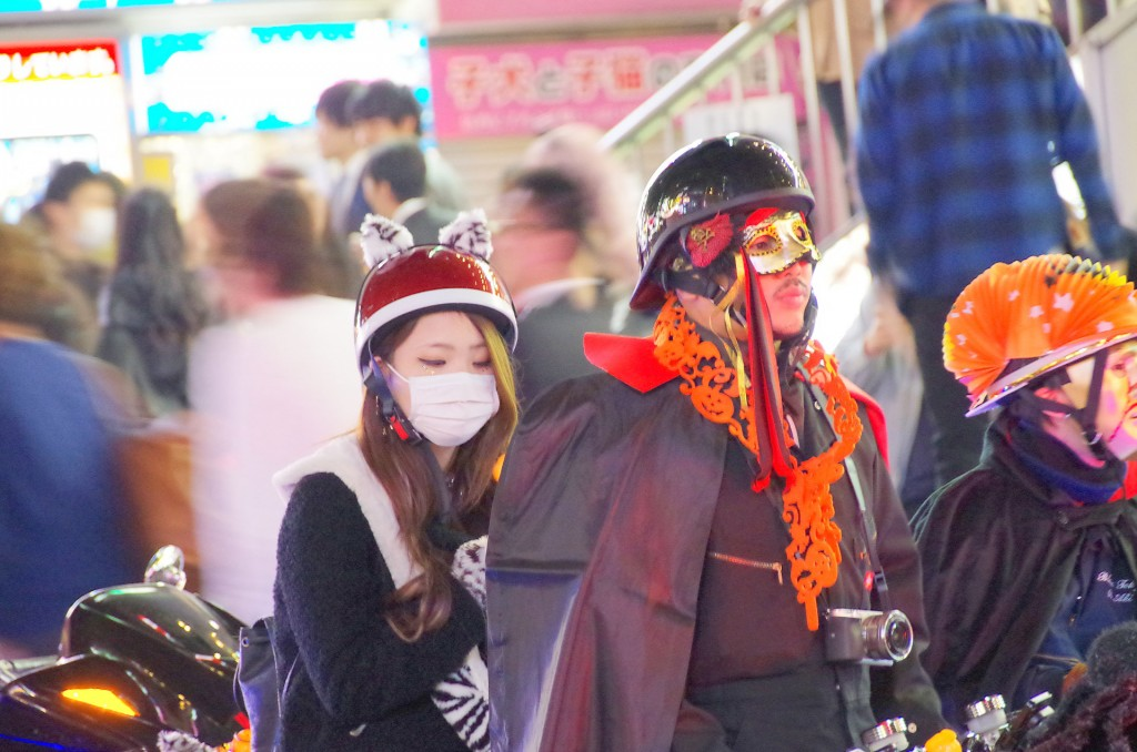 渋谷 ハロウィン 婦警渋谷 ハロウィン バイク集団 格差