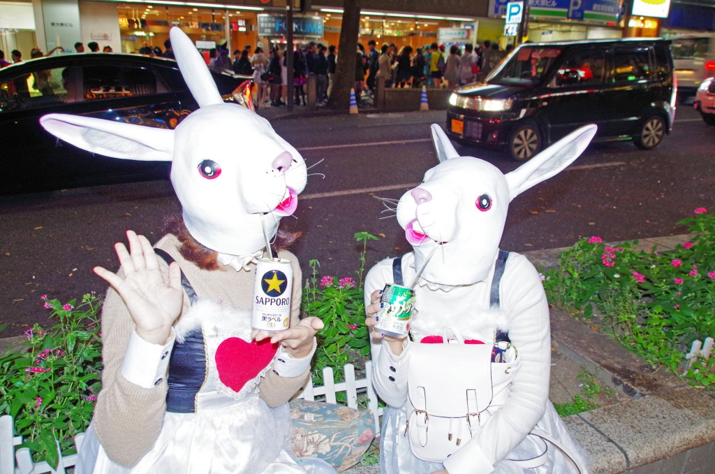 渋谷 ハロウィン うさぎ 飲みにくそう