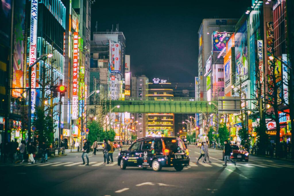 秋葉原 夜のタクシー